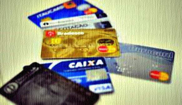 Juros do cartão de crédito atingem 290,43% ao ano