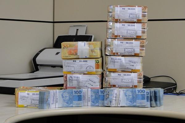 Mulher que simulou sequestro para ficar com R$ 800 mil de banco, é presa pela PF
