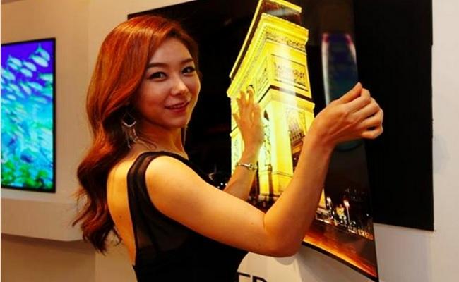LG exibe tela OLED de 55 polegadas com menos de 1 mm de espessura e 2 kg