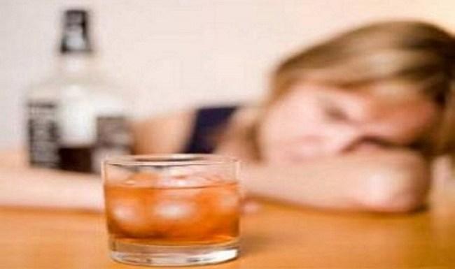 Tomar um porre semanal ou beber um pouco por dia tem efeitos iguais