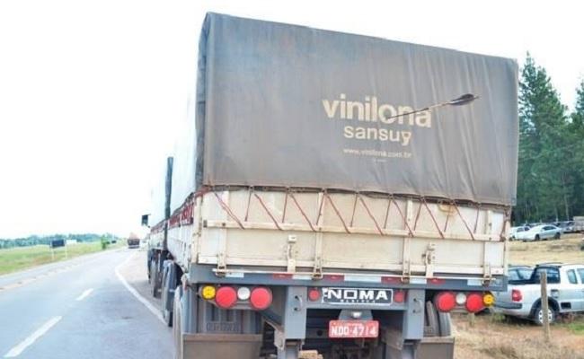 Índios Nambiquara atacam à flechadas caminhão que furou bloqueio a 80km de Vilhena