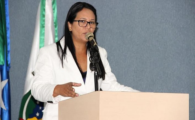 Vereadora questiona silêncio de presidente do PT sobre escândalos em Cacoal