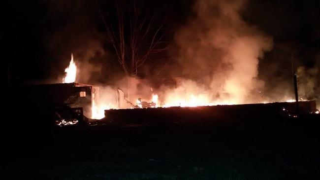 """Bombeiros se recusam a atender ocorrência de incêndio, alegando """"falta de caminhão"""""""