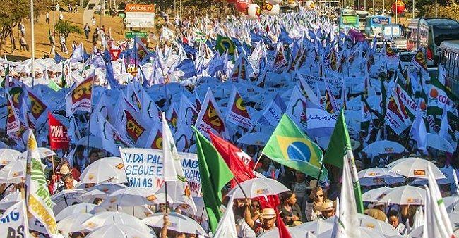 30 mil protestam contra Eduardo Cunha em Brasília
