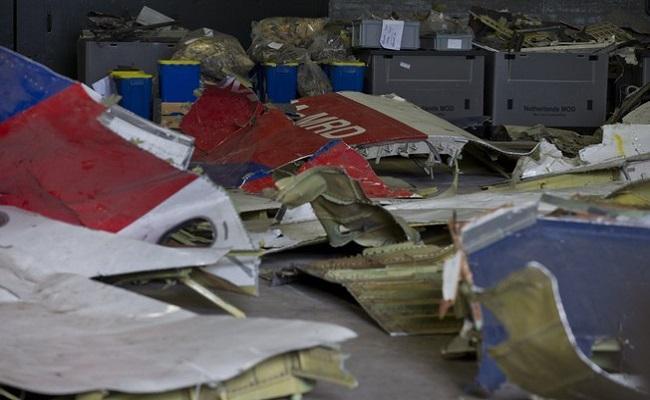 Fragmentos de míssil são encontrados entre as peças do voo malaio MH17