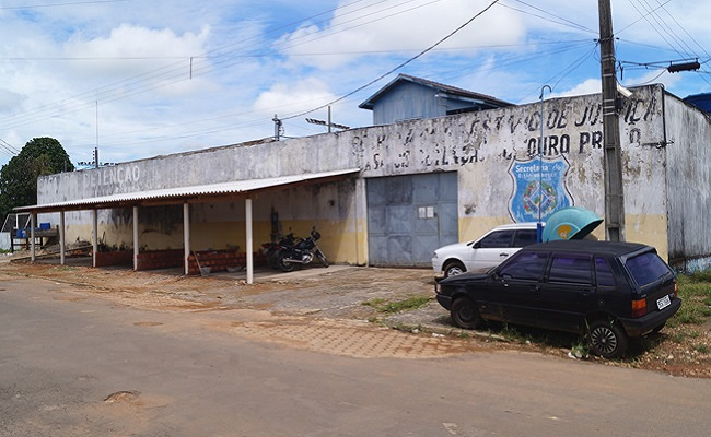 Casa de Detenção de Ouro Preto do Oeste está caindo aos pedaços