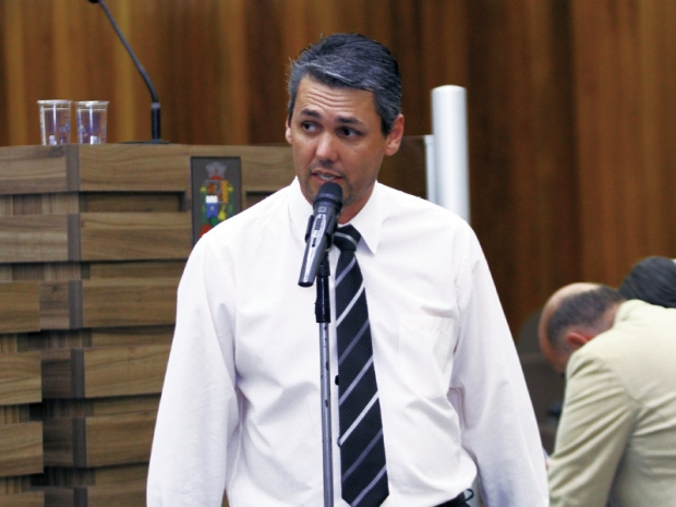 Vereador suspeito de estupro coletivo tem mandato cassado durante sessão