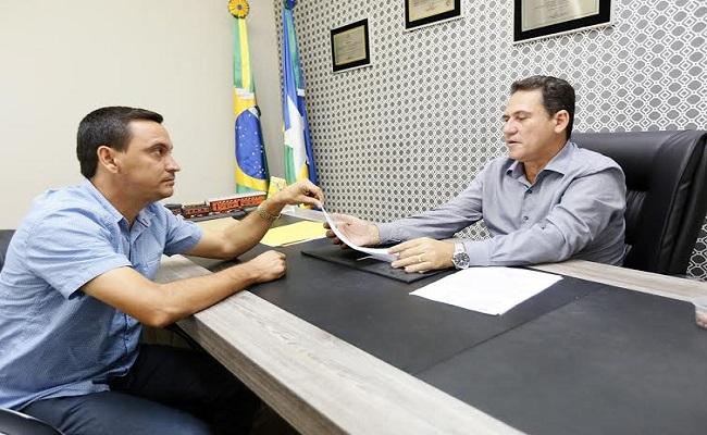 Vice-prefeito de Novo Horizonte apresenta pedidos à Maurão