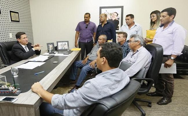 Comitiva de Buritis pede reforço no maquinário do município