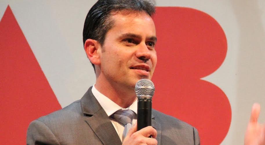 """Artigo: """"Lamáquina"""" exibe atitude, por Andrey Cavalcante"""
