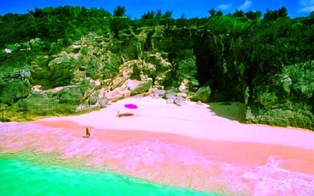 O incerto futuro da ilha italiana de areia rosa
