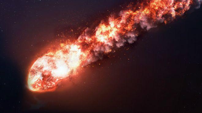 'Bola de fogo' explode sobre Atlântico a mil quilômetros da costa do Brasil
