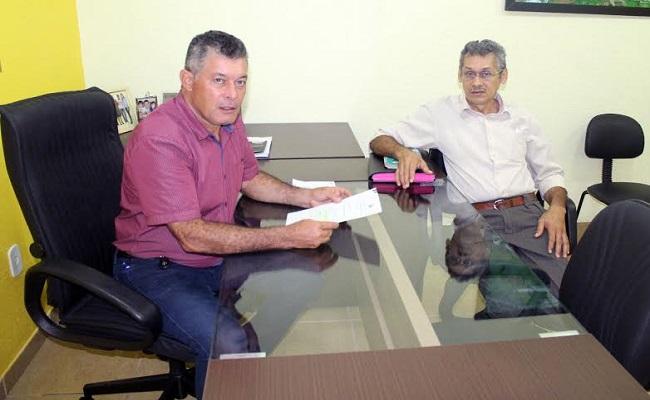 Deputado Edson Martins recebe o presidente da Associação dos deficientes  físicos de Guajará-Mirim