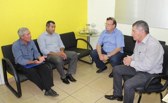 Deputado Edson Martins busca solução para famílias de Candeias do Jamari