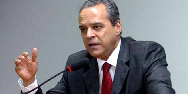 PMDB começa a deixar governo; Ministro do Turismo pede demissão