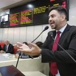 Léo Moraes pede que governo cumpra com acordo com policiais civis