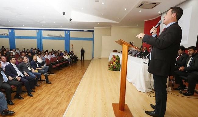 Maurão prestigia seminário do TCE, voltado a orientar gestores em fim de mandato