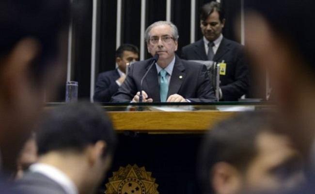 Deputados pedem a renúncia de Cunha