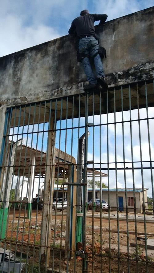 Muro que os marginais saltaram, também sem dificuldades
