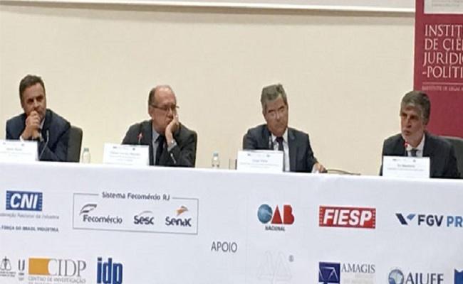 Aécio Neves e Jorge Viana lutam em ringue português pela legitimidade política