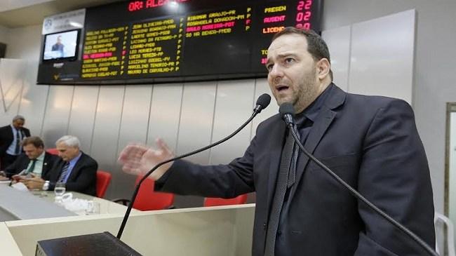 Deputado Alex Redano denuncia má gestão na Idaron