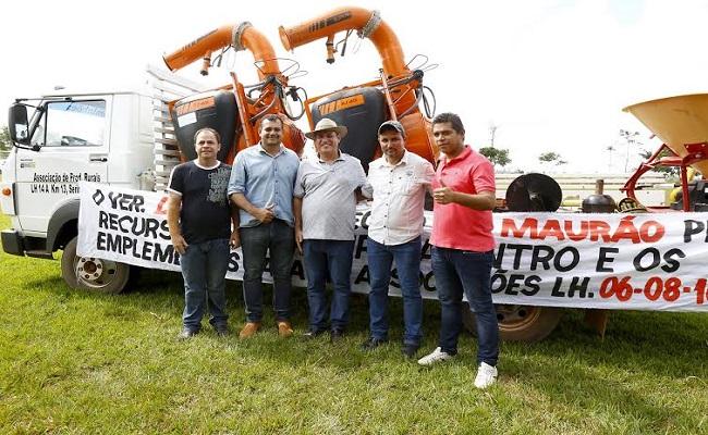 Maurão Carvalho contempla produtores rurais de Seringueiras
