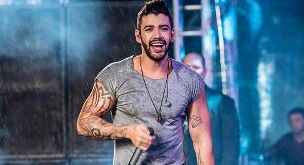 Cantor Gusttavo Lima é intimado durante show por calote em empresa
