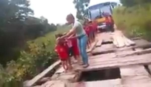 Por culpa do DER, crianças enfrentam a morte para estudar em Cacoal; vídeo