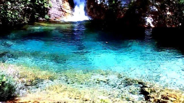 Cachoeira de Santa Bárbara é uma das mais belas da Chapada dos Veadeiros