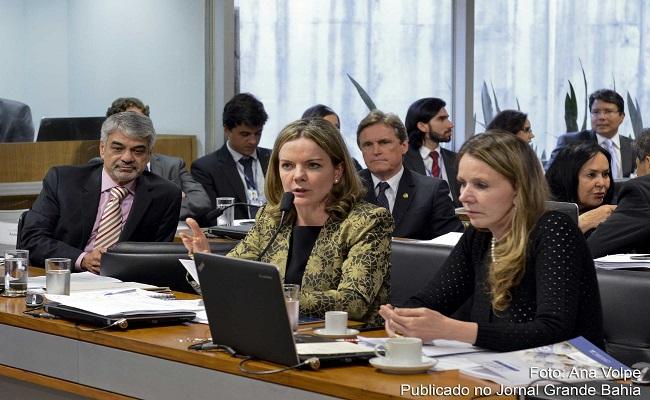 Após prisão do marido, Gleisi Hoffmann não comparece à Comissão do Impeachment