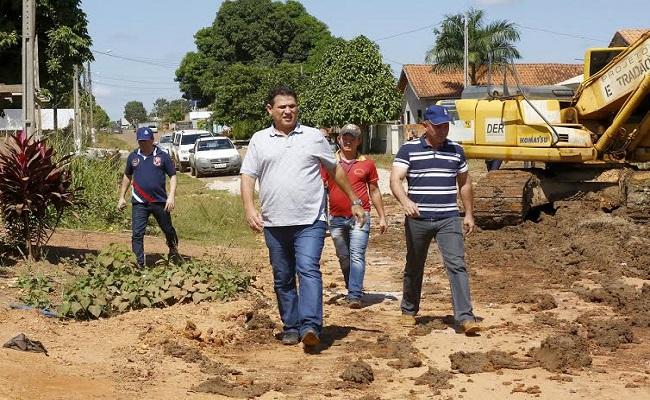 Maurão de carvalho vistoria obras de drenagem e asfalto em  Seringueiras