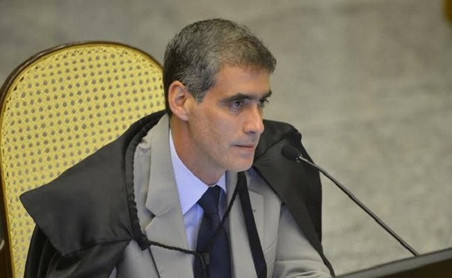 Ministro contraria entendimento e restabelece liberdade condicional