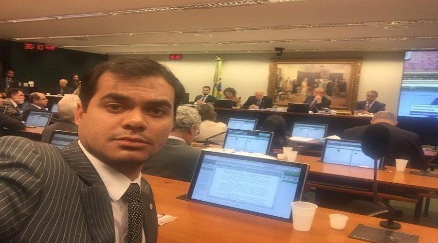 Na CCJ o deputado Expedito Netto vota contrario ao parecer favorável a Cunha