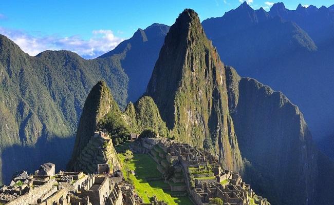 Turista morre ao tentar tirar selfie à beira de precipício em Machu Picchu