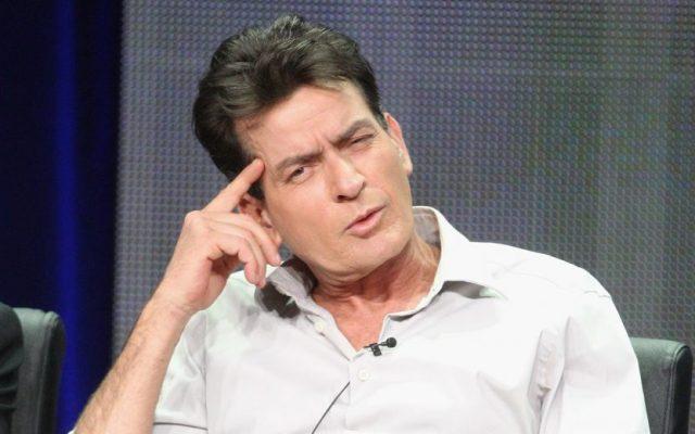 Charlie Sheen, astro está sempre metido em confusões