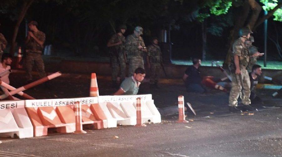 Golpe militar na Turquia; militares dizem que tomaram poder