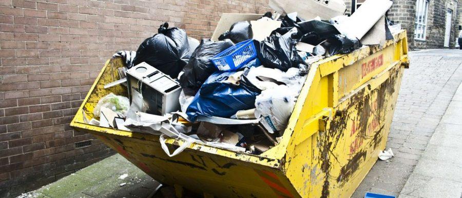 Em Brasília, esquadrão explode mala jogada em caçamba de lixo