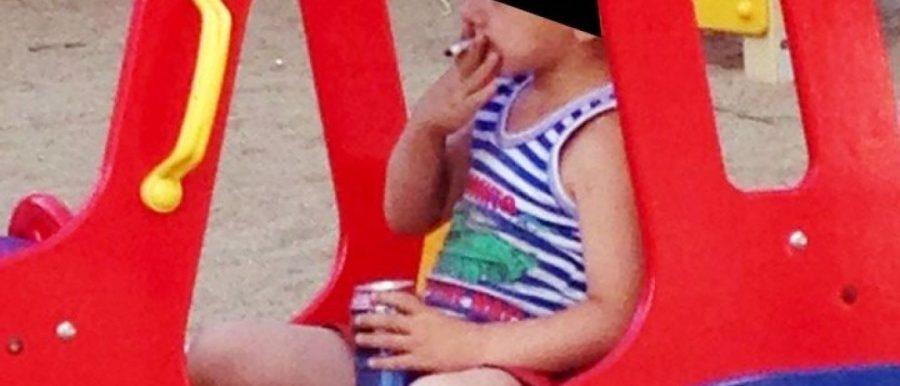 Foto de menino de 5 anos fumando e bebendo cerveja choca internautas