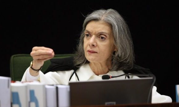 Rediscutir regra de prisão a partir do caso Lula é 'apequenar' STF, diz Cármen Lúcia