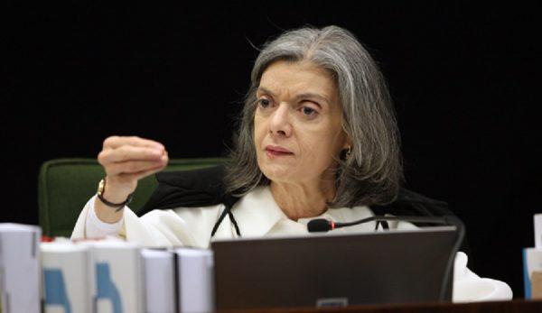 Cármen Lúcia arquiva investigação contra ministros do STF