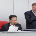 Maurão de Carvalho e Luizinho Goebel apresentam voto de pesar à família de taquigrafa