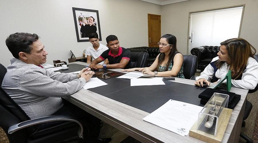 Maurão de Carvalho busca apoio da Sejucel para passagens de atletas do karatê