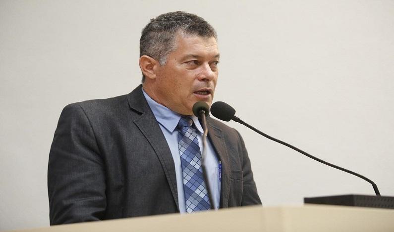 Deputado Edson Martins recebe prefeitos e vereadores durante recesso parlamentar