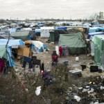 """França começa a retirar imigrantes do acampamento """"selva de calais"""""""