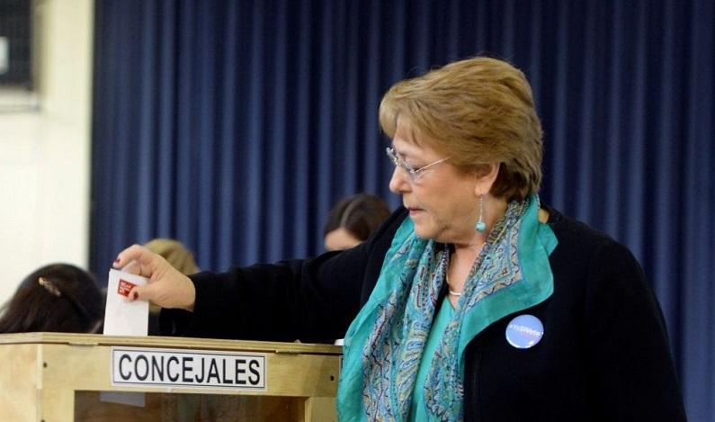 Governo de Bachelet sofre derrota em eleições municipais no Chile