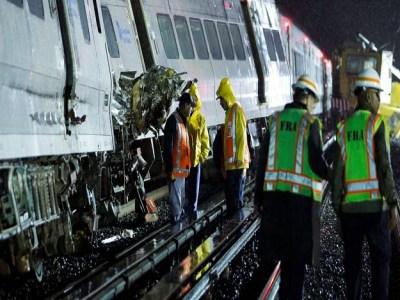 Trem descarrila e faz 33 feridos em Long Island, nos EUA