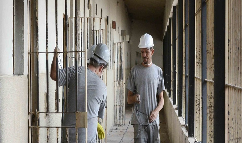 Detento desembolsa R$ 200 mil e constrói motel dentro de presídio