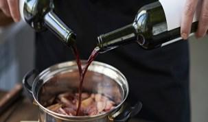 Guia completo com 11 ensinamentos para cozinhar com vinho
