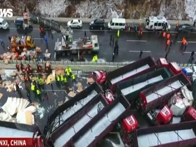 Engavetamento mata 17 e deixa 37 feridos na China