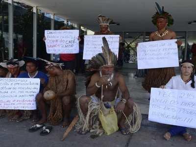 Índios lotam auditório no Ministério da Saúde por retorno de convênio com ONGs